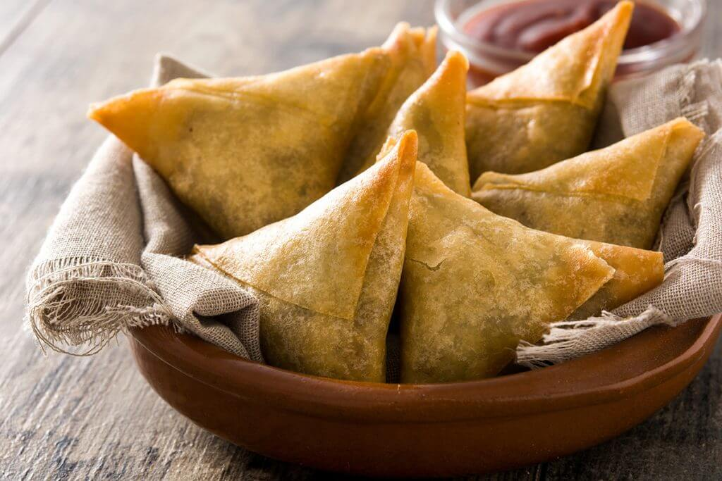 Samosas served in wooden bowl