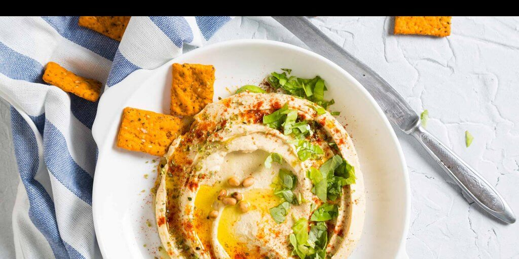 Plate of hummus and crackers